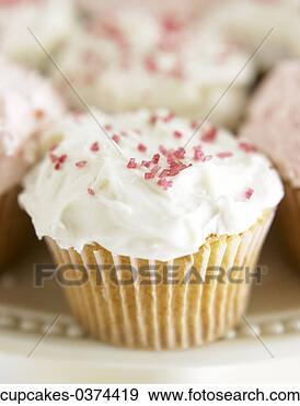http://comps.fotosearch.com/comp/RET/RET001/cupcake-white-icing_~cupcakes-0374419.jpg