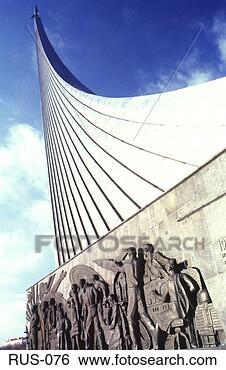Mort de Pavel Popovitch Monument-sovietique-espace_~RUS-076
