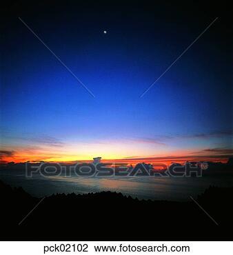 Banco de Imagem - rio, riverside,  nuvem, vermelho,  céu, pôr do sol,  amanhecer, lua.  fotosearch - busca  de fotos, imagens  e clipart