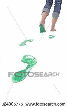 Banco de Imagem - pés, andar, partindo,  jogo, verde, pegadas.  fotosearch - busca  de fotos, imagens  e clipart