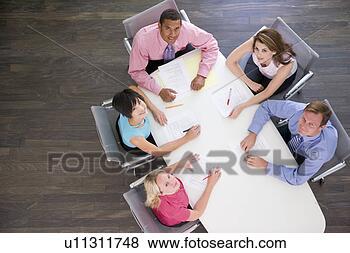 幼儿园美工室桌子
