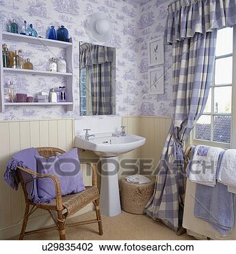 banque de photo blue white toile de jouy papier peint bleu v rifi rideaux dans petit. Black Bedroom Furniture Sets. Home Design Ideas