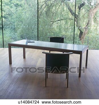 Archivio fotografico moderno rettangolare tavola e for Tavola e sedie