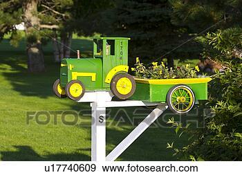 stock fotograf traktor briefkasten punkt ordentlich prinz edward insel kanada u17740609. Black Bedroom Furniture Sets. Home Design Ideas