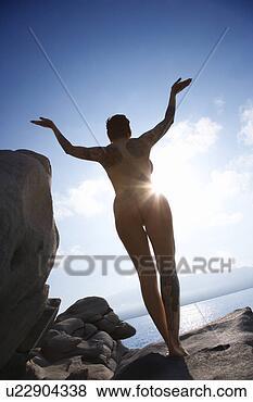 Banco de Imagem - silueta,   parte  traseira,   vista,    caucasiano,    mulher,   ficar.  fotosearch - busca  de fotos, imagens  e clipart
