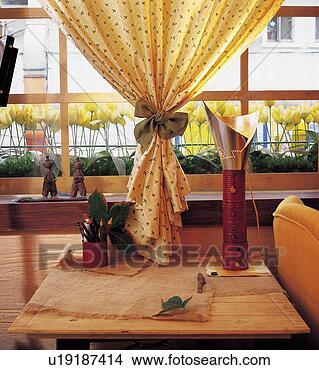 banque de photo table haute int rieur rideaux d corations d coration fen tre d coration. Black Bedroom Furniture Sets. Home Design Ideas