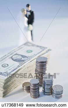 Arquivo Fotográficos - dinheiro, noiva,  noivo, estatueta.  fotosearch - busca  de fotos, imagens  e clipart