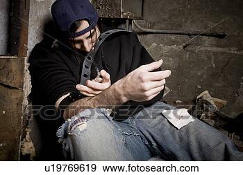 Arquivo Fotográficos - usando, drogas.  fotosearch - busca  de fotos, imagens  e clipart