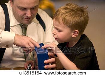 影像 - 爸爸, 尝试, 帮助, 儿子, 解决, the, 神秘, .的