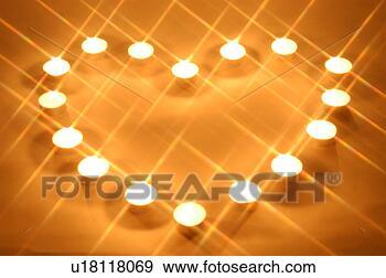 stock fotograf kerzenschein licht herz kerze beleuchtung brennender kerze hintergrund. Black Bedroom Furniture Sets. Home Design Ideas