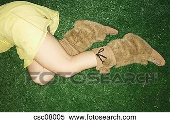 http://comps.fotosearch.com/comp/UPC/UPC001/woman-wearing-fur_~csc08005.jpg