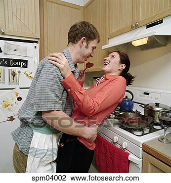 Што ќе јадете ? - Page 3 Couple-dancing-kitchen_~spm04002