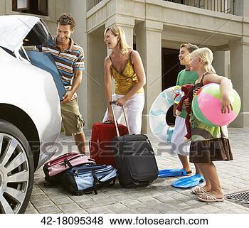 Banco de Imagem - família, embalagem,  car, verão, férias.  fotosearch - busca  de fotos, imagens  e clipart