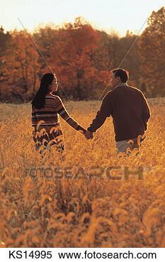 Banco de Imagem - romanticos, pares,  par, queda, estilo  vida, amor, relaxe.  fotosearch - busca  de fotos, imagens  e clipart