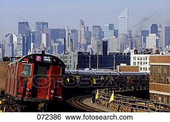 midtown-flushing-subway_~072386.jpg