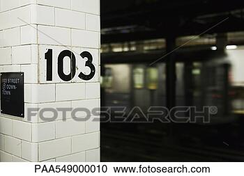 sign-column-subway_~PAA549000010.jpg