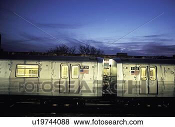 subway-cars-stopping_~u19744088.jpg