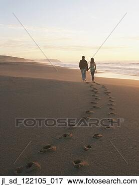 Picture - rear view of couple 